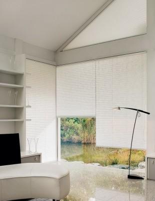 Plissee-Vorhänge - MHZ - Dreieckfenster - Die Gardine Brühl - Nils Jansen - Raumausstattung